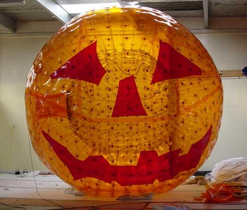 ZORB® Ball im Halloween-Look.